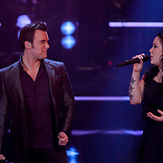 NLD/Hilversum/20120120 - Finale the Voice of Holland 2012, optreden Chris Hordijk en zus Lisa Lois