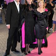 NLD/Amsterdam/20080929 - Pink Ribbon gala 2008, paul Schulten en 2 vriendinnen