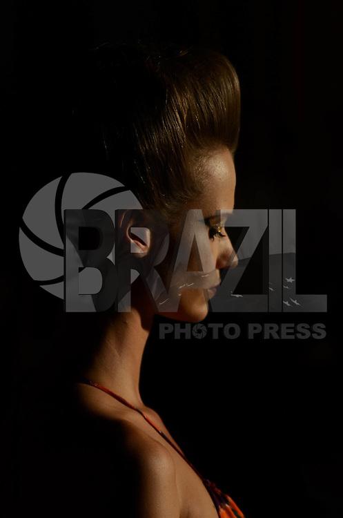 SAO PAULO, SP, 24 DE JANEIRO DE 2012 - SPFW DESFILE NEON - Desfile da grife Neon no último dia da edição de inverno 2012 do São Paulo Fashion Week (SPFW), realizado no Teatro Tucarena, zona oeste da cidade, nesta terça-feira (24). FOTO ALEXANDRE MOREIRA - NEWS FREE.