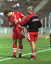 BERLIN, GERMANY - Sunday, August 7, 1994: Liverpool's Stig Inge Bjørnebye take a drink from manager Roy Evans during a preseason friendly between Hertha BSC Berlin and Liverpool FC at the Olympiastadion. Liverpool won 3-0. (Pic by David Rawcliffe/Propaganda)
