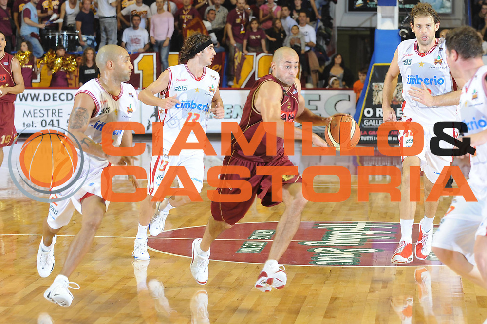 DESCRIZIONE : Venezia Lega A2 2008-09 Umana Reyer Venezia Cimberio Varese <br /> GIOCATORE :  Rodolfo Rombaldoni<br /> SQUADRA : Umana Reyer Venezia<br /> EVENTO : Campionato Lega A2 2008-2009 <br /> GARA : Umana Reyer Venezia Cimberio Varese<br /> DATA : 09/11/2008<br /> CATEGORIA : Palleggio<br /> SPORT : Pallacanestro <br /> AUTORE : Agenzia Ciamillo-Castoria/M.Gregolin