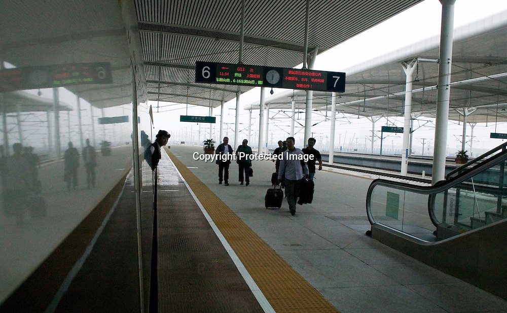 Beijing, September 11 , 2011 : the passenger-dedicated trunk line opened in June 2011, reducing the 1,318 km journey between Beijing and Shanghai to less than 5 hours. Trains reach top speeds of 300 km/h (186 mph) for the entire trip.
