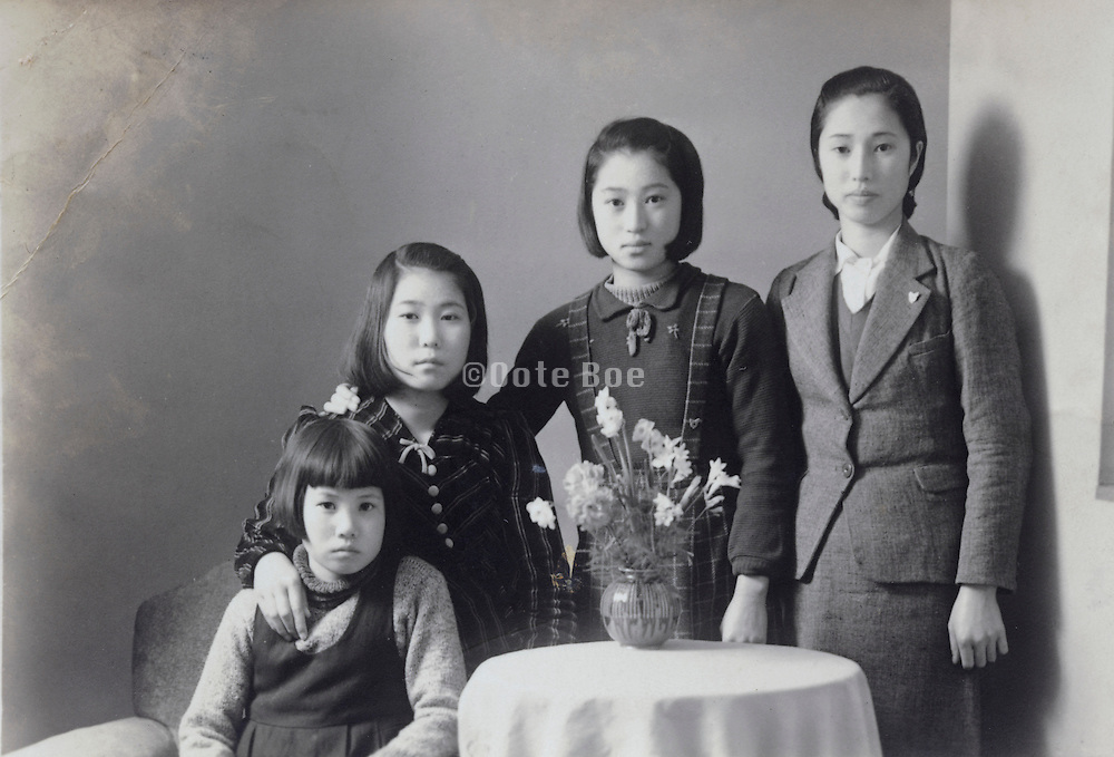 family portrait photo of the children Japan 1950s