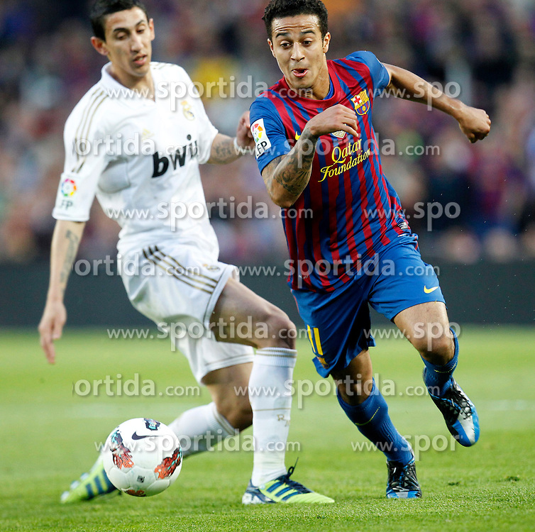21.04.2012, Stadion Camp Nou, Barcelona, ESP, Primera Division, FC Barcelona vs Real Madrid, 35. Spieltag, im Bild Barcelona's Thiago Alcantara and Real Madrid's Angel di Maria // during the football match of spanish 'primera divison' league, 35th round, between FC Barcelona and Real Madrid at Camp Nou stadium, Barcelona, Spain on 2012/04/21. EXPA Pictures © 2012, PhotoCredit: EXPA/ Alterphotos/ Cesar Cebolla..***** ATTENTION - OUT OF ESP and SUI *****