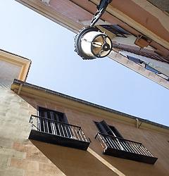 THEMENBILD - eine Laterne in einer Gasse. Sie liegt im Zentrum der iberischen Halbinsel und ist Hauptstadt von Spanien. Aufgenommen am 25.03.2016 in Madrid ist Spanien // Madrid is on of the biggest metropolis in Europe. It is located in the center of the Iberian Peninsula and is the capital of Spain. Spain on 2016/03/25. EXPA Pictures © 2016, PhotoCredit: EXPA/ Jakob Gruber