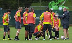 31.08.2010, Trainingsgelaende Werder Bremen, Bremen, GER, 1. FBL, Training Werder Bremen, im Bild Mannschaftsbesprechung   EXPA Pictures © 2010, PhotoCredit: EXPA/ nph/  Frisch+++++ ATTENTION - OUT OF GER +++++