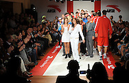 TENIS, KOSARKA, BEOGRAD, 02. Nov. 2010. - Teniserka Jelena Jankovic. Promocija renomiranog brenda sportske odece i obuce 'Anta'. Promocija je odrzana u u prostorijama 'Grand Kazina' uz prisustvo poznate teniserke Jelene Jankovic, kosarkasa Crvene zvezde i drugih javnih licnosti.  Foto: Nenad Negovanovic
