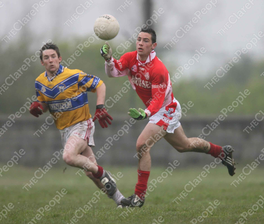 Dean Ryan in action during the Eire Og V Shannon Gaels match at Labasheda on Monday.<br /> <br /> Photograph by Eamon Ward
