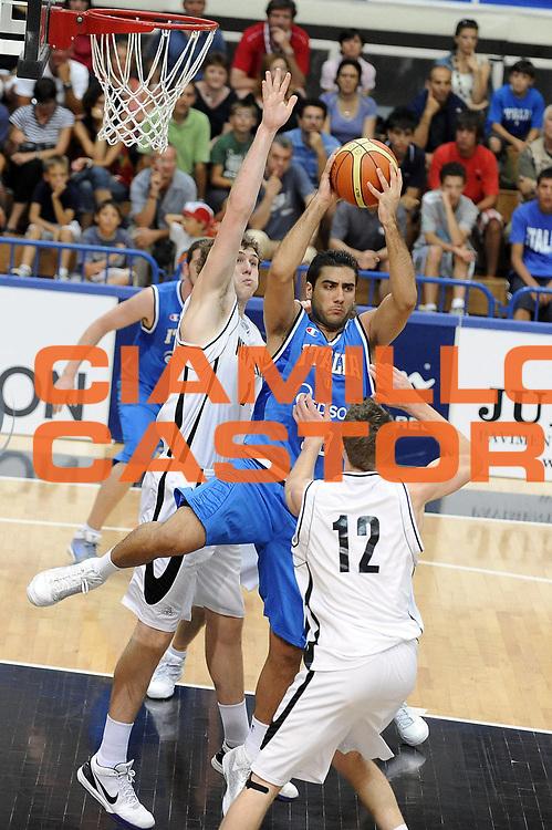 DESCRIZIONE : Trento Torneo Internazionale Maschile Trentino Cup Italia Nuova Zelanda  Italy New Zeland<br /> GIOCATORE : Pietro Aradori<br /> SQUADRA : Italia Italy<br /> EVENTO : Raduno Collegiale Nazionale Maschile <br /> GARA : Italia Nuova Zelanda Italy New Zeland<br /> DATA : 26/07/2009 <br /> CATEGORIA : rimbalzo<br /> SPORT : Pallacanestro <br /> AUTORE : Agenzia Ciamillo-Castoria/G.Ciamillo<br /> Galleria : Fip Nazionali 2009 <br /> Fotonotizia : Trento Torneo Internazionale Maschile Trentino Cup Italia Nuova Zelanda Italy New Zeland<br /> Predefinita :