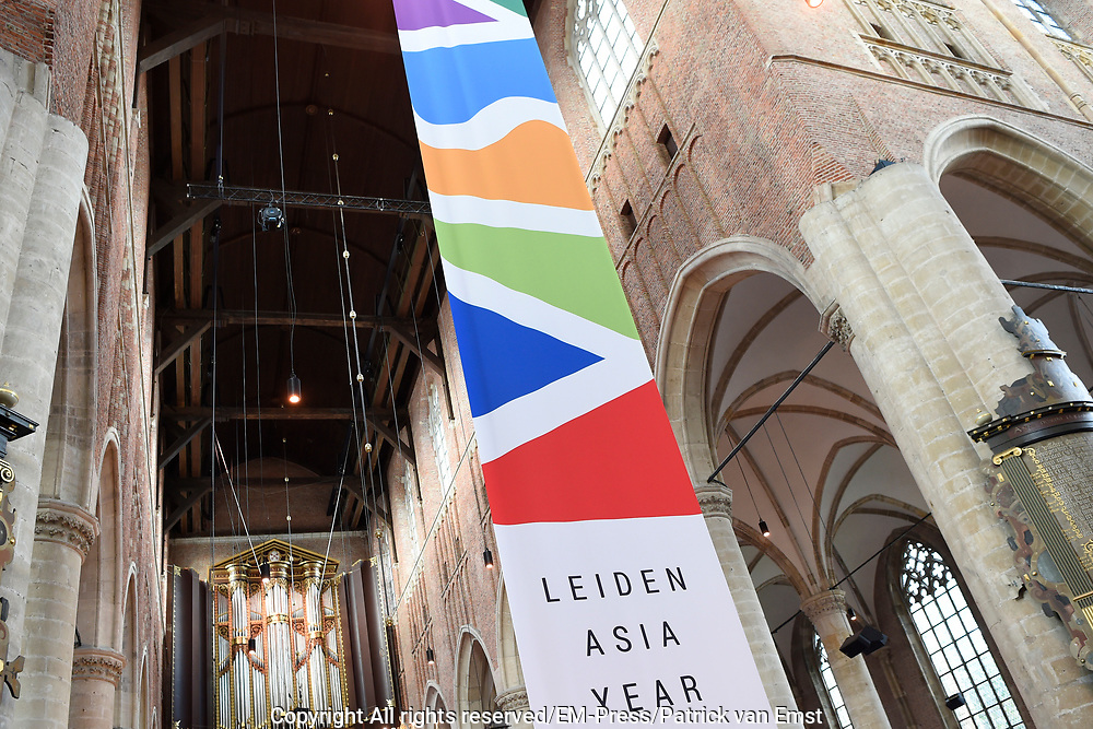 Koningin M&aacute;xima opent Asian Library Universiteit Leiden gehouden  in de Pieterskerk in Leiden<br /> <br /> Queen M&aacute;xima opens Asian Library Leiden University held in the Pieterskerk in Leiden<br /> <br /> op de foto / On the photo: Aankomst / Arrival