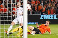 AMSTERDAM - EK kwalificatiewedstrijd Nederland - Hongarije,  29-03-11, seizoen 2010-2011, Stadion Amsterdam Arena, Oranje Speler Dirk Kuyt heeft de 4-3 gescoord, Hongarije speler Balazs Dzsudzsak (L) is te laat.