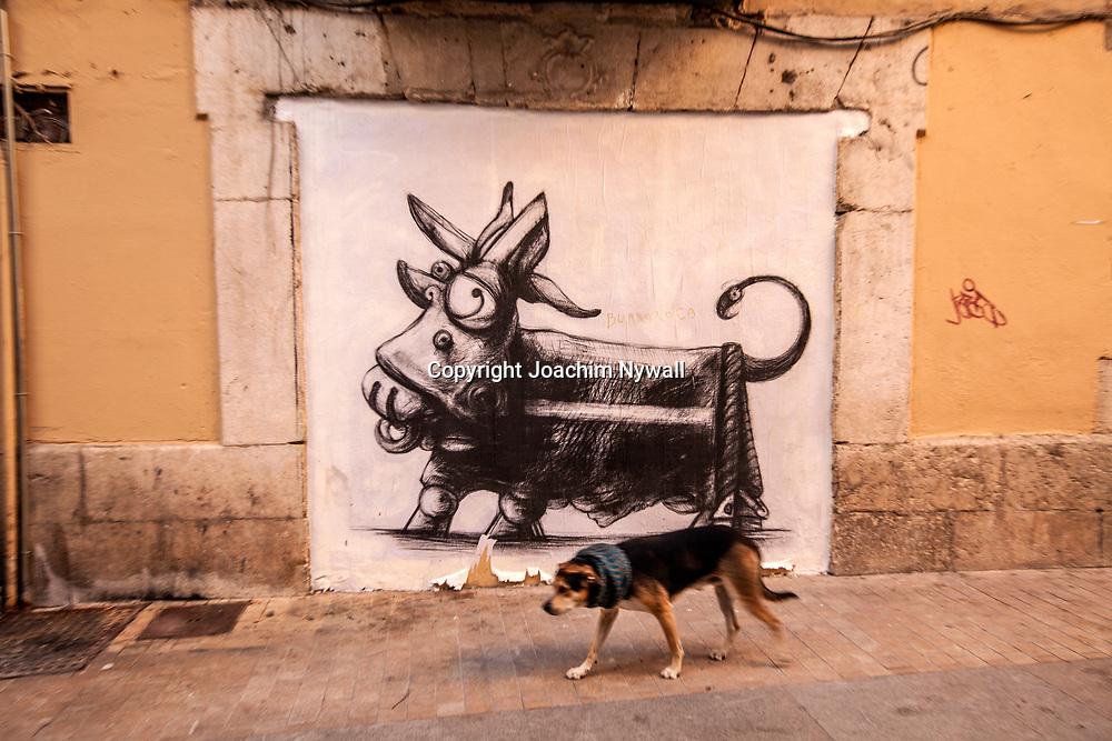 2016 02 17 Malaga Andalusien Spanien<br /> Street art och en hund i centrala Malaga<br /> <br /> ----<br /> FOTO : JOACHIM NYWALL KOD 0708840825_1<br /> COPYRIGHT JOACHIM NYWALL<br /> <br /> ***BETALBILD***<br /> Redovisas till <br /> NYWALL MEDIA AB<br /> Strandgatan 30<br /> 461 31 Trollh&auml;ttan<br /> Prislista enl BLF , om inget annat avtalas.