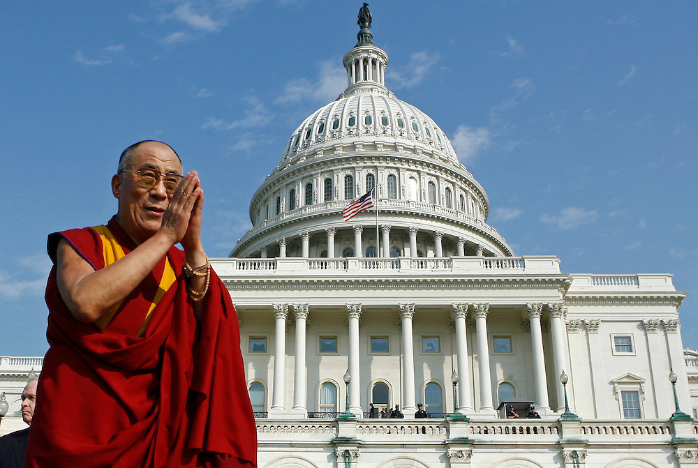 Tibet's exiled spiritual leader the Dalai Lama bows to the crowd outside of the Capitol building after receiving the U.S. Congressional Gold Medal on Capitol Hill in Washington, October 17, 2007.  REUTERS/Jim Young