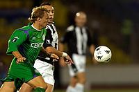 Fotball<br /> Nederland<br /> Foto: ProShots/Digitalsport<br /> NORWAY ONLY<br /> <br /> partizan beograd - groningen  eerste ronde uefa cup 14-09-2006 seizoen 2006-2007 erik nevland in duel komt niet aan de bal