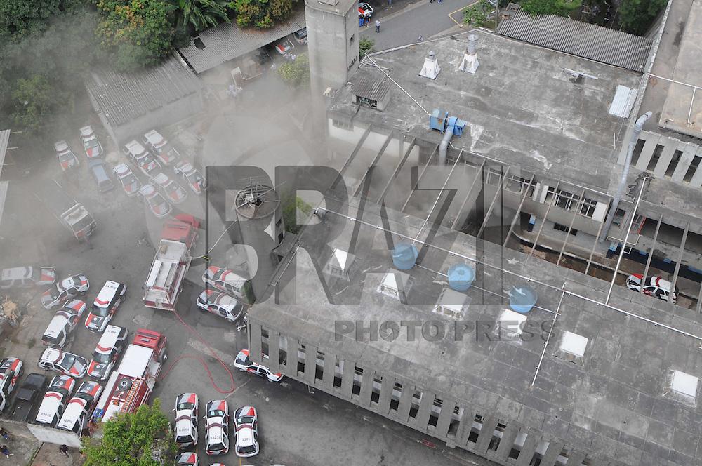 SAO PAULO, SP, 20 MARCO DE 2012 -Incedio na base da Policia Militar na Av da Invernada no bairro do Campo Belo (FOTO: ADRIANO LIMA - BRAZIL PHOTO PRESS)