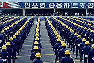 """Daewoo  motors at Inchon (near Seoul). Workers during an opening ceremony. ), produces cars with GM built in Korea and sold mainly in U.S. Ouvriers des usines DAEWOO MOTORS"""" a INCHON, Corée du Sud ///R27/1    L2566  /  R00027  /  P0003464"""
