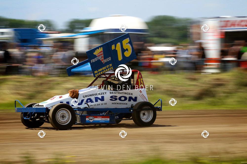 BRAKEL - Op het circuit van Brakel, de Midzomercup Stockcar F1 en de Jatech-Gronico-HCD cup verreden. FOTO LEVIN DEN BOER - PERSFOTO.NU
