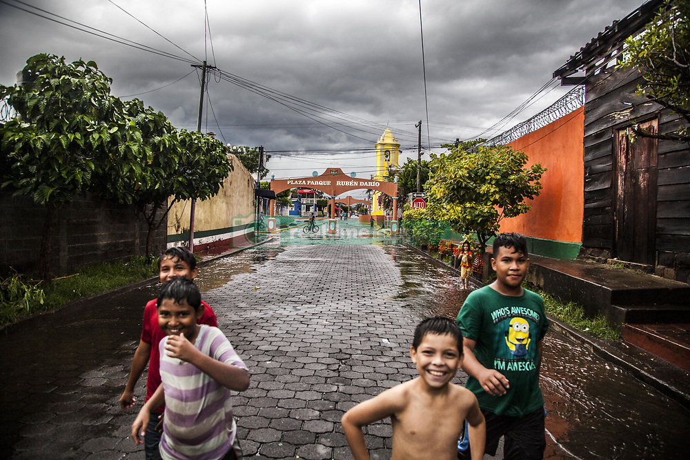 September 7, 2017 - Unspecified, Nicaragua - In the Chichigalpa community, an epidemic of Chronic Kidney Disease of unknown origin (CKDu) is now living in the Nicaraguan Pacific Coast. This disease mainly affects the young men who work in the cane plantations (although children and sick women have also been found). Some scientists attribute the disease to the use of pesticides and fungicides with toxic substances (such as glyphosate) and to extreme working conditions (high temperatures, excessive physical effort, dehydration, hours under the sun, without right to somba spaces). This is a reality throughout the Central American coast, Nicaragua is the most affected country. According to the Pan American Health Organization, between 2005 and 2009, 3,442 men died. The emergency situation has led the communities to settle in organizations such as the Asociación Chichigalpa por la Vida (ASOCHIVIDA), made up of former workers and widows of former workers of Ingenio San Antonio (founded in 1890) owned by Grupo Pella, famous Ron ''Flower of Caña'' and of ethanol. (Credit Image: © Alvaro Fuente/NurPhoto via ZUMA Press)