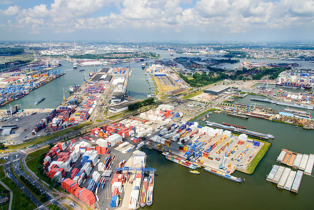 Nederland, Zuid-Holland, Rotterdam, 10-06-2015;  Waalhaven (WestZijde) gezien naar Eemhaven. United Waalhaven Terminals (UWT) en Barge Center Waalhaven (BCW) container terminal in de voorgrond.<br /> Waal harbour (West side) seen in the direction of Nieuwe Maas river and the skyline of Rotterdam.<br /> luchtfoto (toeslag op standard tarieven);<br /> aerial photo (additional fee required);<br /> copyright foto/photo Siebe Swart