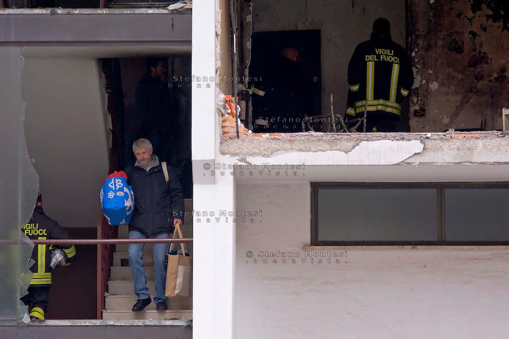 Roma, 20 Gennaio  2015<br /> Un morto e numerosi feriti per l'esplosione di una bombola del gas in un appartamento vuoto al primo piano dello stabile di via Giuseppe Galati 54, nel quartiere Colli Aniene, alla periferia est di Roma. Ricercata dalla polizia, l'inquilina 82enne, che aveva ricevuto l'ingiunzione di sfratto e sembra che aveva minacciato di far saltare in aria la casa. Gli abitanti lasciano  lo stabile di cinque piani, che è stato evacuato.<br /> Rome, January 20, 2015<br /> One dead and many wounded by the explosion of a gas cylinder in an empty apartment on the first floor of the building in Via Giuseppe Galati 54, in the district Colli Aniene, in the eastern outskirts of Rome. Wanted by the police, tenant a woman of 82 year, who  had received an order of eviction and that it seems that he had threatened to blow up the house. The inhabitants leave the building of five floors, which was evacuated.