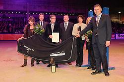 Fokker Klaver Cees, Wassenaar Bert (NED)<br /> Nimmerdor Trofee overhandigd door de fokkers van Paard van het Jaar 2011 Parzival, de familie Beijer-de Klein<br /> Big Star is Paard van het Jaar 2012<br /> KWPN Hengstenkeuring - 's Hertogenbosch 2013<br /> © Dirk Caremans