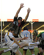 Twickenham, GREAT BRITAIN, arms aloft, Quins, James PERCIVAL attempt to charge down Matt POWELLS clearence kick,  during the Guinness Premiership match, Harlequins vs Worcester Warriors, played at the Twickenham Stoop on Sat. 16th Feb 2008.  [Mandatory Credit, Peter Spurrier/Intersport-images]