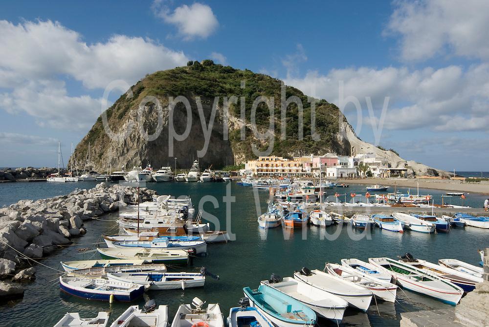 Italien, Kampanien, Golf von Neapel, Insel Ischia, Sant Angelo hafen..|..Italy, Campania, Gulf of Naples, Island of Ischia, Sant Angelo harbour