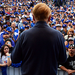 Hall of Fame broadcaster Vin Scully looks upon thousands as he tell a story during the fourth annual offseason FanFest on Saturday, Jan. 30, 2016 in Los Angeles. <br /> (Photo by Keith Birmingham/ Pasadena Star-News)
