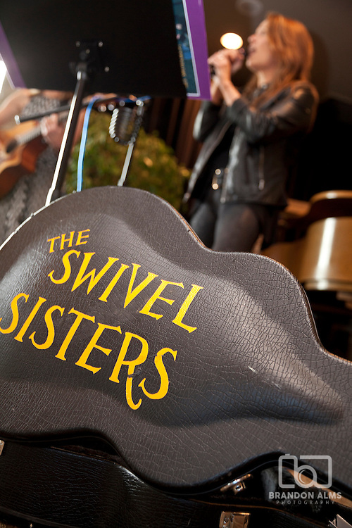 The Swivel Sisters perform at 417 Magazine's 2015 20 under 30 party.