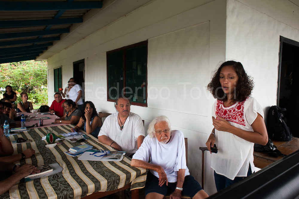 In the area of historic church of Solentiname, the lawyer Monica Lopez Baldotano activist of Cocibolca group, presents the poet Alejandro Cardenas, founder of the church, and to an international group of intellectuals, the project of the Canal of Nicaragua and all its contradictions .