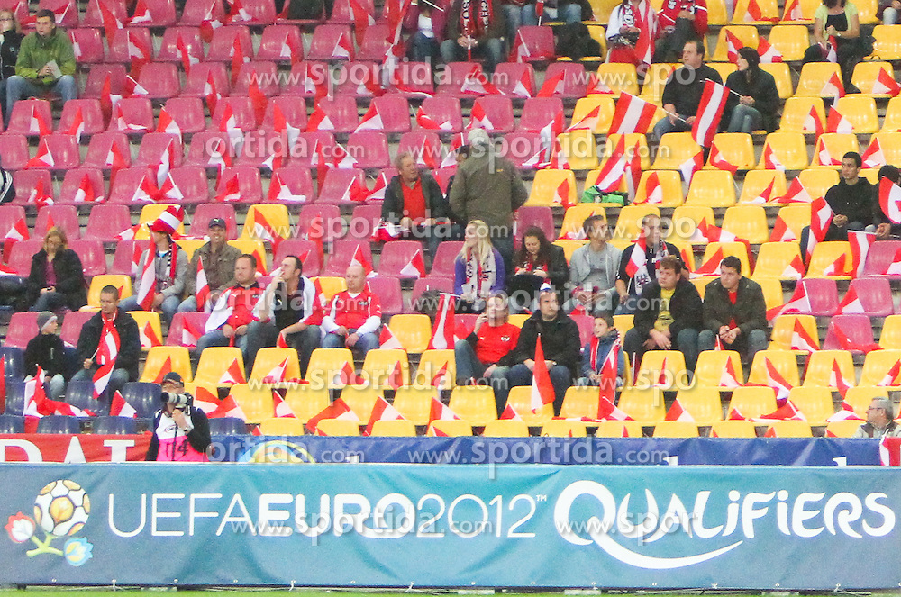 07.09.2010, Red Bull Arena, Salzburg, AUT, UEFA 2012 Qualifier, Austria vs Kazakhstan, im Bild Feature, Bande Fans, EXPA Pictures © 2010, PhotoCredit: EXPA/ D. Scharinger / SPORTIDA PHOTO AGENCY