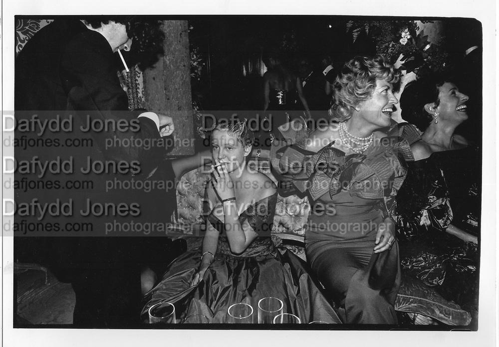 Girl at Venice ball,1991.ONE TIME USE ONLY - DO NOT ARCHIVE  © Copyright Photograph by Dafydd Jones 66 Stockwell Park Rd. London SW9 0DA Tel 020 7733 0108 www.dafjones.com