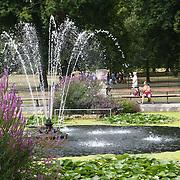 UK Weather: Italian garden fountian full of algy in Hype park, London, UK. July 26 2018.