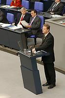 29 AUG 2002, BERLIN/GERMANY:<br /> Joschka Fischer, B90/Gruene, Bundesaussenminister, und Gerhard Schroeder, SPD, Bundeskanzler, waehrend der Rede von Guido Westerwelle, FDP, Bundesvorsitzender, (v.L.n.R.), Sondersitzung des Bundestages zur Hochwasserhilfe, Plenum, Deutscher Bundestag<br /> IMAGE: 20020829-01-059<br /> KEYWORDS: Gerhard Schröder