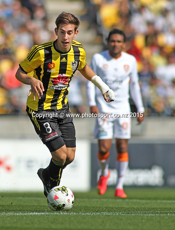 Phoenix' Alex Rodriguez looks to pass during the A-League football match between the Wellington Phoenix & Brisbane Roar at Westpac Stadium, Wellington. 4th January 2015. Photo.: Grant Down / www.photosport.co.nz