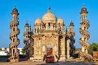 Inde, Gujarat, Junagadh, Mahabat Maqbara, mausolé du Vizir, 19e siecle // India, Gujarat, Junagadh, Mahabat Maqbara, Vizir mausoleum, 19 century