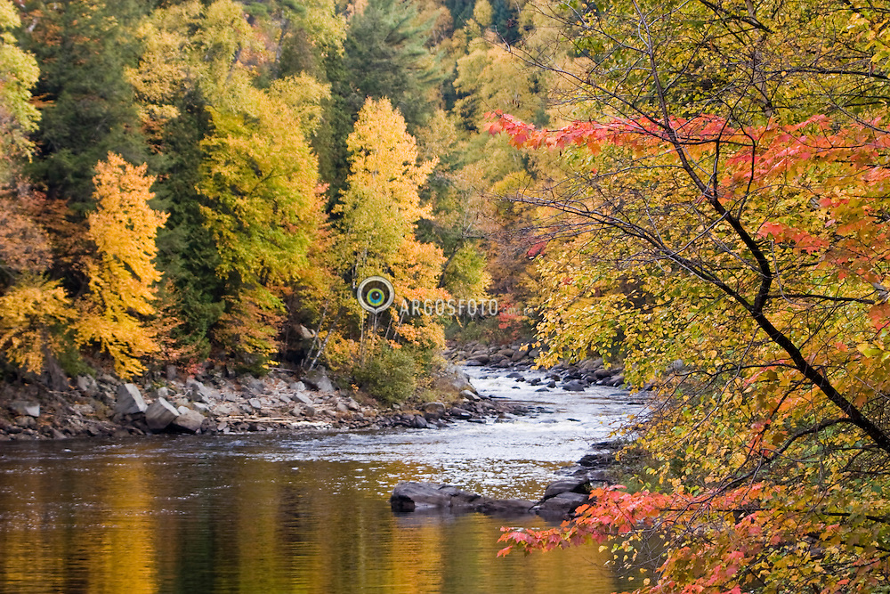 Beaupre, QC, Canada. Autumn foliage at  the Canyon Sainte-Anne, a spectacular, steep-sided gorge, carved by the Sainte-Anne-du-Nord River 6 km east of Ste-Anne-de-Beaupre, Quebec, Canada. The river drops over a 80 m. waterfall within the canyon. / Folhagem de outono no Canion Saint-Anne, localizado a 40 km da cidade de Quebec