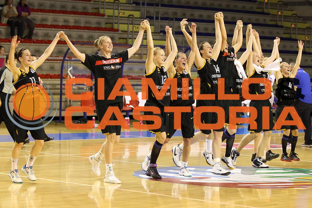 DESCRIZIONE : Taranto Torneo di qualificazione Campionati Europei donne Polonia 2011 Serbia Germania Serbia Germany<br /> GIOCATORE :  la squadra the team<br /> SQUADRA : Germania Germany<br /> EVENTO : Torneo di qualificazione Campionato Europeo Donne Polonia 2011 Eurobasket Women Additional Qualifying Tournament<br /> GARA : Serbia Germania Serbia Germany<br /> DATA : 07/06/2011<br /> CATEGORIA : esultanza<br /> SPORT : Pallacanestro<br /> AUTORE : Agenzia Ciamillo-Castoria/ElioCastoria<br /> Galleria : FIP Nazionali 2011<br /> Fotonotizia :  Taranto Torneo di qualificazione Campionati Europei donne Polonia 2011 Serbia Germania Serbia Germany<br /> Predefinita :