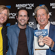 NLD/Amsterdam/20191125 - Boekpresentatie Victor Mids, Victor Mids en Oscar Verpoort overhandigen het eerste exemplaar aan Hans Kazan