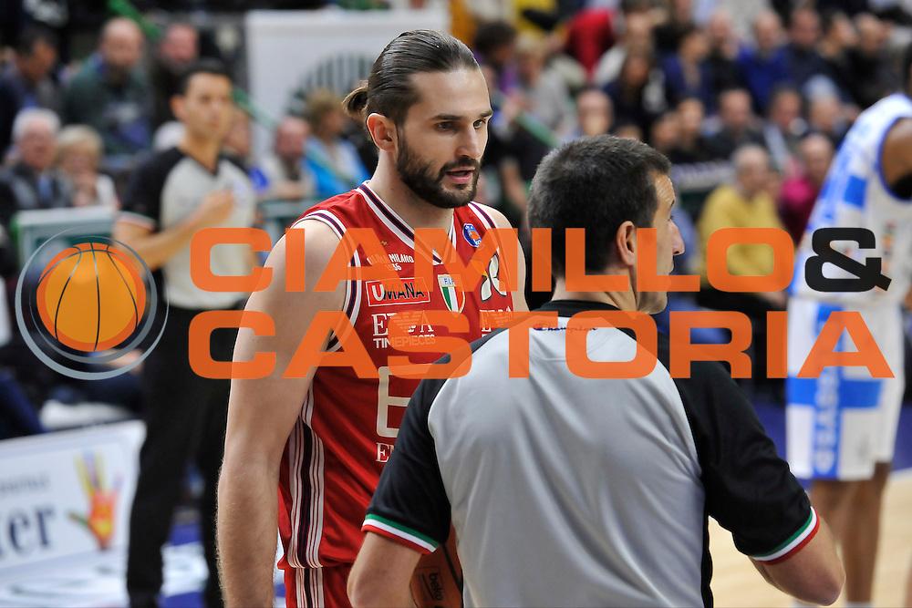 DESCRIZIONE : Campionato 2014/15 Dinamo Banco di Sardegna Sassari - Olimpia EA7 Emporio Armani Milano<br /> GIOCATORE : Linas Kleiza Roberto Begnis<br /> CATEGORIA : Fair Play<br /> SQUADRA : AIAP<br /> EVENTO : LegaBasket Serie A Beko 2014/2015<br /> GARA : Dinamo Banco di Sardegna Sassari - Olimpia EA7 Emporio Armani Milano<br /> DATA : 07/12/2014<br /> SPORT : Pallacanestro <br /> AUTORE : Agenzia Ciamillo-Castoria / Luigi Canu<br /> Galleria : LegaBasket Serie A Beko 2014/2015<br /> Fotonotizia : Campionato 2014/15 Dinamo Banco di Sardegna Sassari - Olimpia EA7 Emporio Armani Milano<br /> Predefinita :