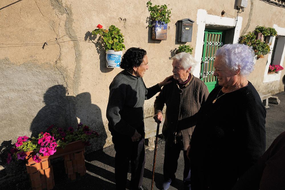 Old ladies of the Puebla de Azába,  Salamanca Region, Castilla y León, Spain