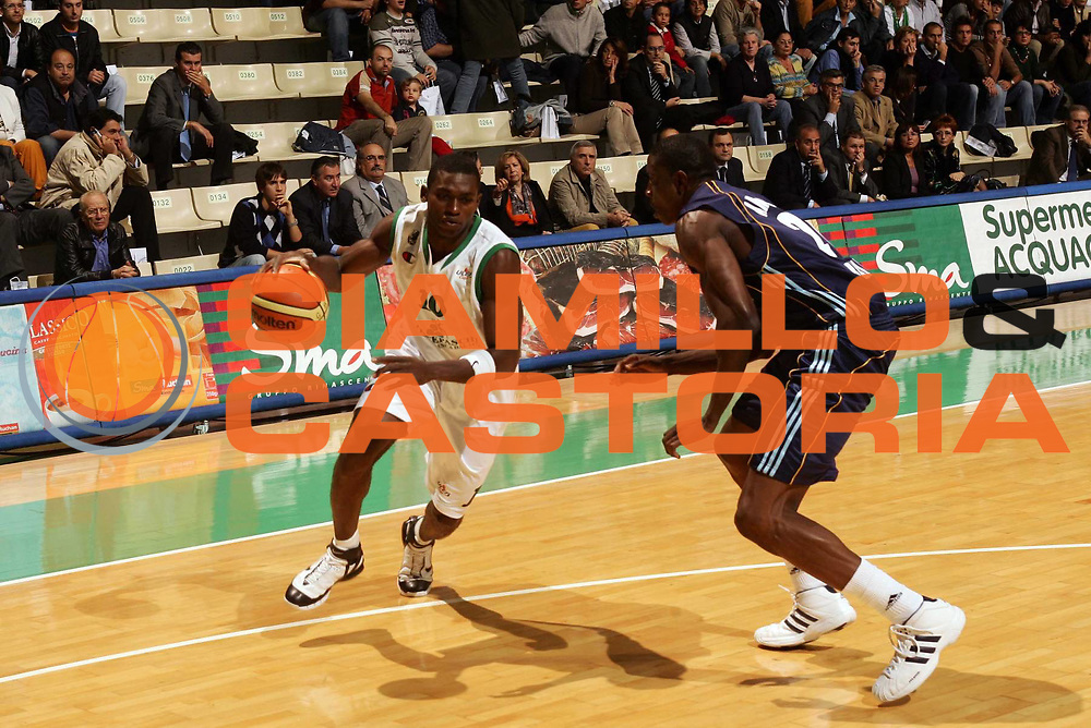 DESCRIZIONE : Siena Uleb Cup 2006-07 Montepaschi Siena Alba Berlino <br /> GIOCATORE : Sato <br /> SQUADRA : Montepaschi Siena <br /> EVENTO : Uleb 2006-2007 <br /> GARA : Montepaschi Siena Alba Berlino <br /> DATA : 30/10/2006 <br /> CATEGORIA : Penetrazione <br /> SPORT : Pallacanestro <br /> AUTORE : Agenzia Ciamillo-Castoria/P.Lazzeroni