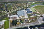 Nederland, Amsterdam, Westerpark, 16-04-2008; de gerenoveerde gebouwen op het terrein van de voormalige Westergasfabriek; het ernstige vervuilde terrein is inmiddels gesaneerd en vormt het nieuwe Westerpark; de voormalige fabrieksgebouwen hebben een culturele bestemming gekregen; close up van de Gashouder (landmark), de vijvers zijn de fundamenten van de vroegere andere gashouders; manifestaties, tentoonstelling, expositie, cultuur, industrieel en cultureel erfgoed; milieu, bodemverontreiniging, gif zie ook andere (lucht)foto's van deze lokatie..luchtfoto (toeslag); aerial photo (additional fee required); .foto Siebe Swart / photo Siebe Swart