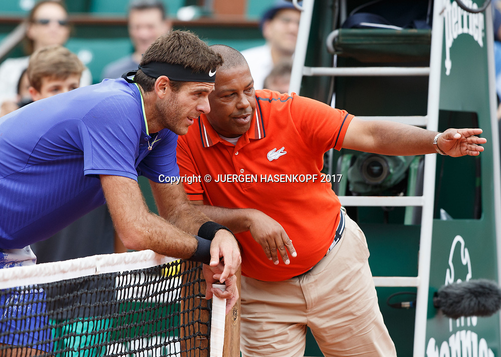 Schiedsrichrter Carlos Bernades erklaert JUAN MARTIN DEL POTRO das sein Ball im Aus war,<br /> <br /> Tennis - French Open 2017 - Grand Slam / ATP / WTA / ITF -  Roland Garros - Paris -  - France  - 3 June 2017.