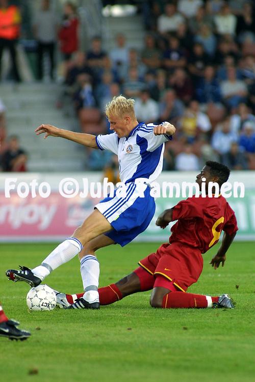 15.08.2001 Finnair Stadium, Helsinki, Finland. Friendly match Finland v Belgium. Toni Kuivasto (FIN) v Emile Lokonda Mpenza (BEL)..©JUHA TAMMINEN
