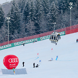 14.02.2013, Planai, Schladming, AUT, FIS Weltmeisterschaften Ski Alpin, Riesenslalom,  Damen, 1. Durchgang, im Bild Michaela Kirchgasser (AUT) und eine Planai-Gondel // Michaela Kirchgasser of Austria an a Planai cable car during 1st run of ladies Giant Slalom at the FIS Ski World Championships 2013 at the Planai Course, Schladming, Austria on 2013/02/14. EXPA Pictures © 2013, PhotoCredit: EXPA/ Martin Huber
