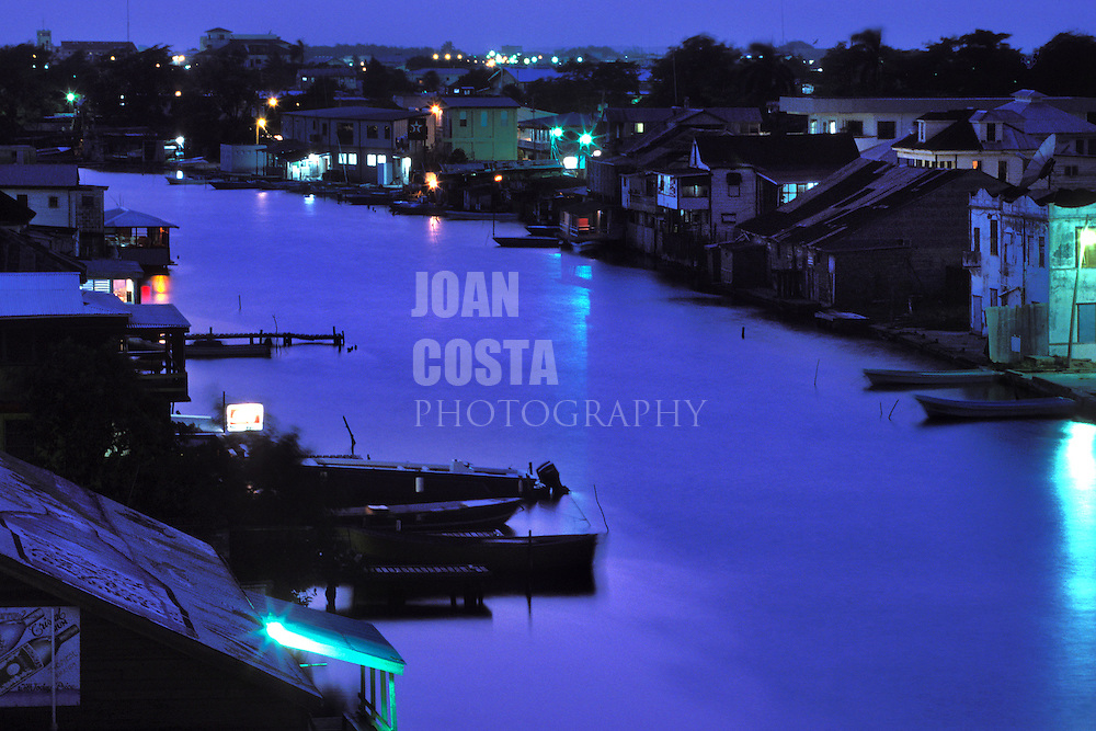 BELIZE / Belize City / Night view of Halouver Creek...© JOAN COSTA