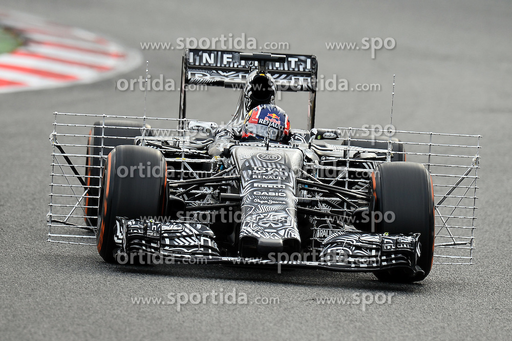 27.02.2015, Circuit de Catalunya, Barcelona, ESP, FIA, Formel 1, Testfahrten, Barcelona, Tag 2, im Bild Daniil Kvyat (RUS) Red Bull Racing RB11 // during the Formula One Testdrives, day two at the Circuit de Catalunya in Barcelona, Spain on 2015/02/27. EXPA Pictures &copy; 2015, PhotoCredit: EXPA/ Sutton Images/ Patrik Lundin Images<br /> <br /> *****ATTENTION - for AUT, SLO, CRO, SRB, BIH, MAZ only*****