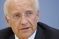 """24 MAR 2003, BERLIN/GERMANY:<br /> Edmund Stoiber, CSU, Ministerpraesident Bayern, waehrend einer Pressekonferenz, Vorstellung  """"Sanierungsplan Deutschland"""" des CSU, Bundespressekonferenz <br /> IMAGE: 20030324-02-004<br /> KEYWORDS: Ministerpräsident, BPK"""