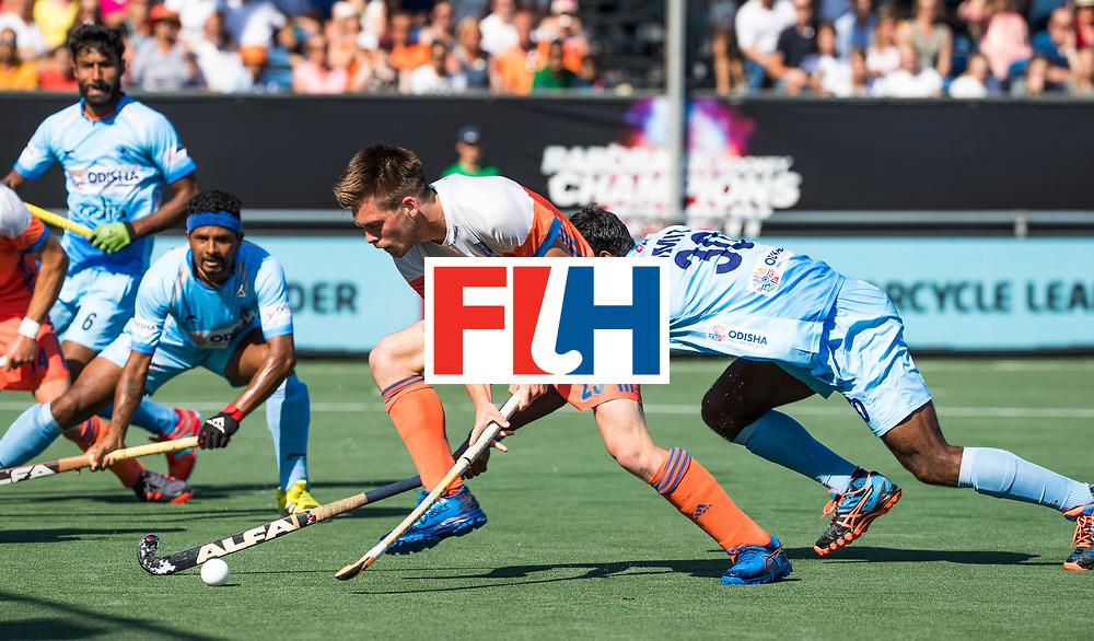 BREDA - Thierry Brinkman (Ned) op weg naar de 1-1  tijdens Nederland- India (1-1) bij  de Hockey Champions Trophy. India plaatst zich voor de finale.  COPYRIGHT KOEN SUYK